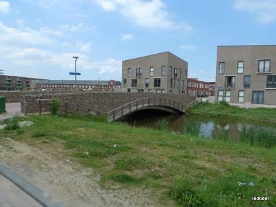 мосты через каналы, велосипедные и пешеходные дорожки, все на месте